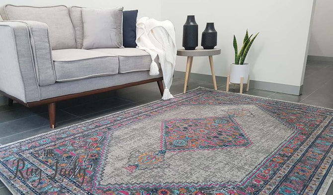 Everlast Grey Stonewashed Traditional Rug