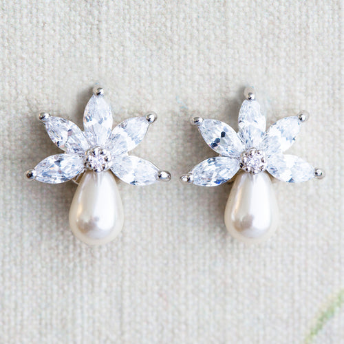 Nula pearl and crystal earrings