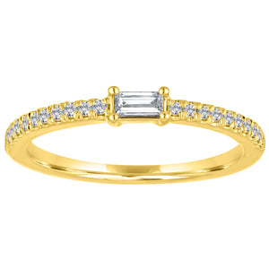 The Julia ring with diamond center