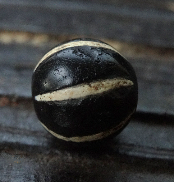 Ancient Black & White Agate with Six Stripes - 14 mm