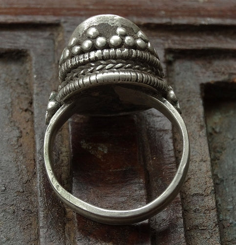 Stunning Antique Tibetan Silver Ring with large Coral - 19th C