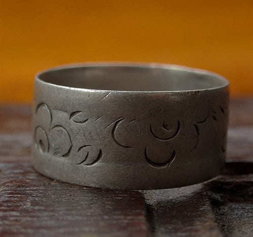 Antique Tibetan Silver Ring with floral design - 19th C