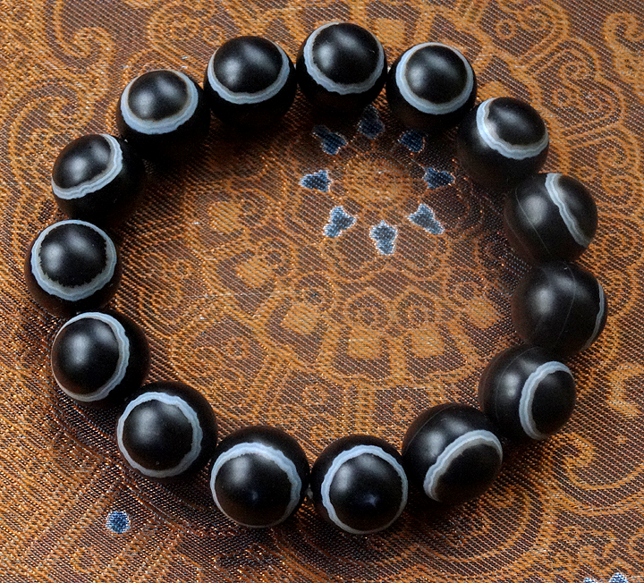 Fine Quality Banded Agate Eye Bead Bracelet - 15 beads