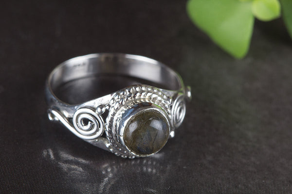 Labradorite Ring, 925 Sterling Silver, Bohemian Ring, Classy Ring, Attract Ring, Statement Ring, Victorian Style Ring, Healing Ring, Latest Ring, Everyday Ring, Unique Purpose Ring, eye Catch Ring, Gift Her