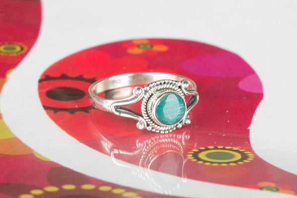 Beautiful Silver Emerald Gemstone Sterling Silver Ring,