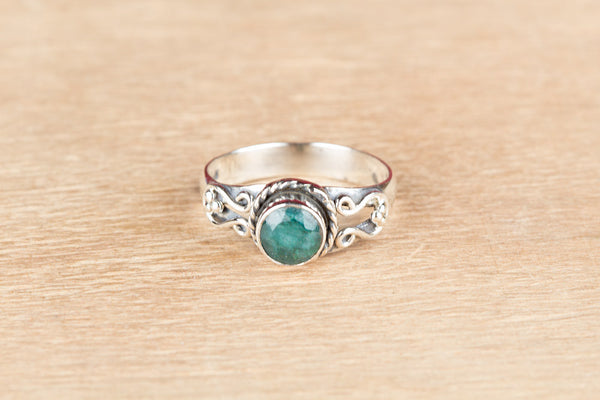 Wonderful Emerald Gemstone Sterling Silver Ring