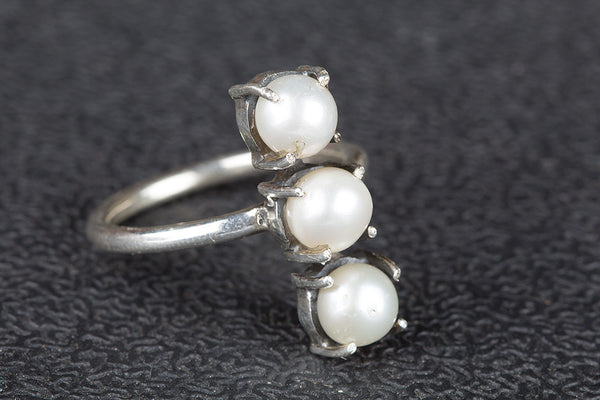 Lovely Pearl Gemstone Silver Ring