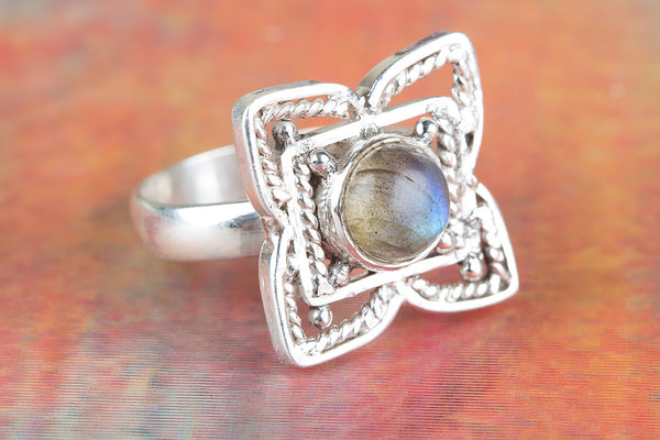Flower Shape Labradorite Ring, 925 Sterling Silver, rendy Ring,Attract Ring, Blue Flash ring,casual Ring, Statement Ring, Unique Stylish Ring, Attractive Ring, Healing Ring, Bride Ring, Gift Her.