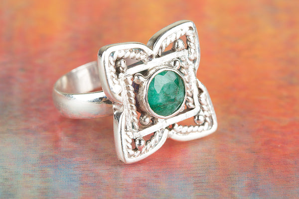 Flower Shaped Emerald Gemstone Silver Ring