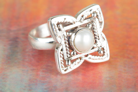 Flower Shaped Pearl Gemstone Silver Ring