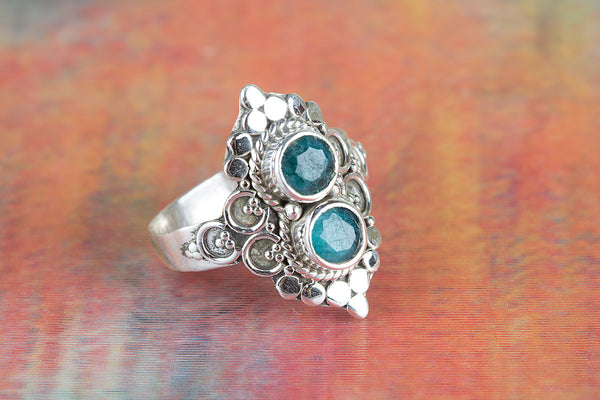 Awesome Emerald Gemstone Silver Ring