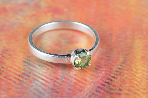 Peridot Gemstone Ring, 925 sterling Silver Ring, Gift For Her, Prong Ring, Peridot Prong Stone Ring, Gemstone Ring, Green Prong Ring, Promise Ring, Round Gemstone Silver Ring, Gift For Birthday