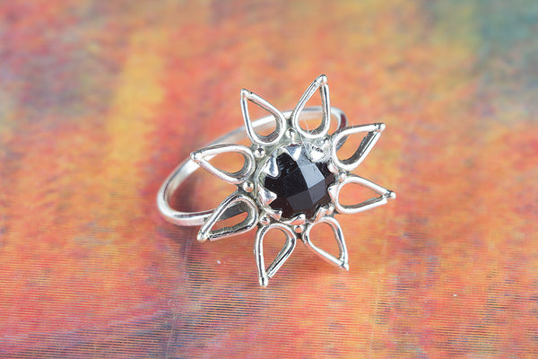 Star Shape Black Onyx Ring 925 Silver Stylish Ring Stylish Ring Unique Ring Elegant Ring Trendy Ring Charm Ring Special Occasion Ring Woman Jewelry Eye catch Ring Attractive Ring Anniversary Ring Gift her