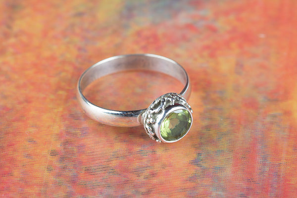 Stunning Peridot Gemstone Sterling Silver Ring