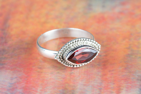 Amazing Garnet Gemstone Silver Ring