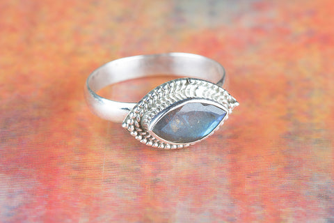 Amazing Labradorite Gemstone Silver Ring