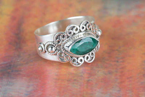 Amazing Emerald Gemstone Silver Ring