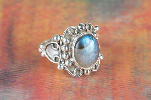 Labradorite Ring, 925 sterling Silver, Delicate Ring, Petite Ring, Attract Ring, Blue Flash ring,casual Ring, Statement Ring, Unique Stylish Ring, Attractive Ring, Victorian Ring, Party Wear Ring, Pretty Ring, Anniversary Ring, Gift