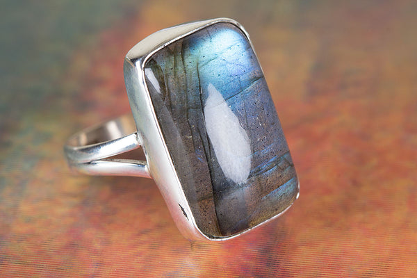 Labradorite Ring, 925 Sterling Silver, Attract Ring, Blue Fire Ring, Cushion Shape ring,casual Ring, Statement Ring, Unique Stylish Ring, Attractive Ring, Expensive Ring, Delicate Ring, Eye Catch Ring, Promise Ring, Gift Her.