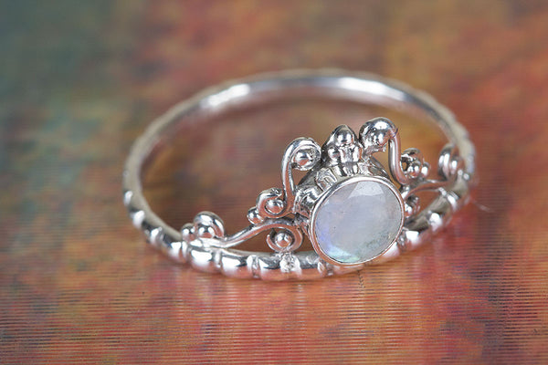 Rainbow Moonstone Ring..925 Sterling Silver Ring..Round Moonstone..Stacking Ring..Everyday Ring..Healing Crystal..Gift For Her..Minimalist Ring..Gypsy