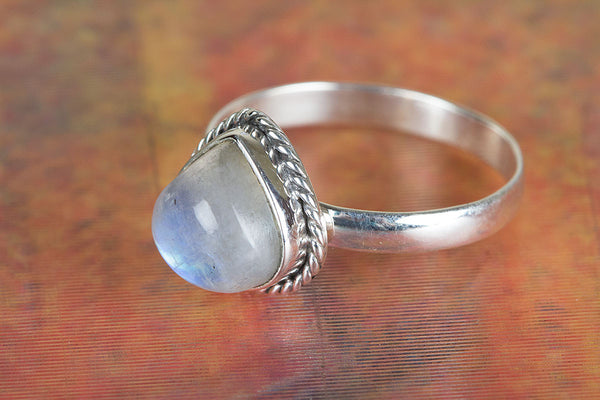Wonderful Rainbow Moonstone Gemstone Pure Sterling Silver Ring