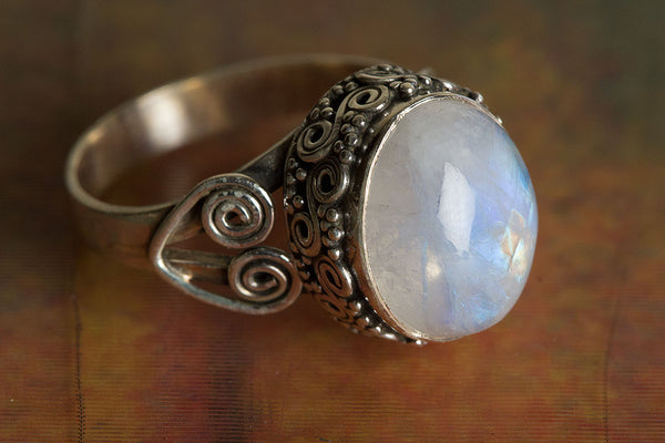 Rainbow Moonstone Ring, 925 Sterling Silver, Vintage Ring, Designer Ring, Delicate Ring, Unique Ring, Gypsy Ring, Healing Ring,  Stylish Ring, Wedding Ring, Promise Ring,Gift her.