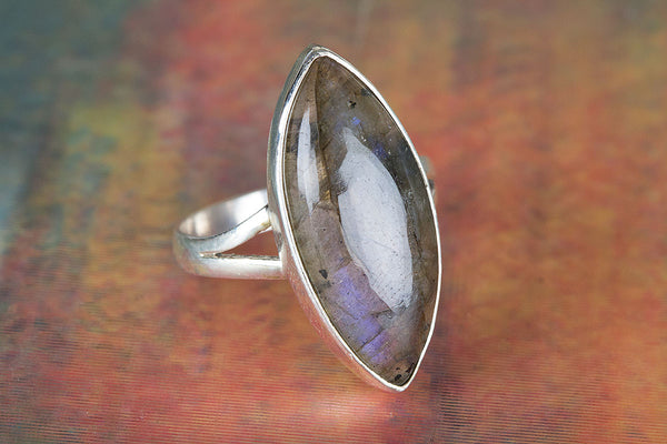 Labradorite Ring, 925 Sterling Silver, Latest Design Ring, Statement Ring, Marquoise Shape Ring, Rare Ring, Inspirational Ring, Traditional Ring, Inspirational Ring, Promise Ring, Unisex Ring.