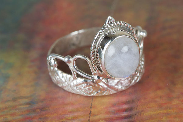 Vintage Style Moonstone Ring, Moonstone Engagement Ring, Antique Style Silver Ring With Moon Stone Gemstone, Friendship Ring, Gemstone Ring.