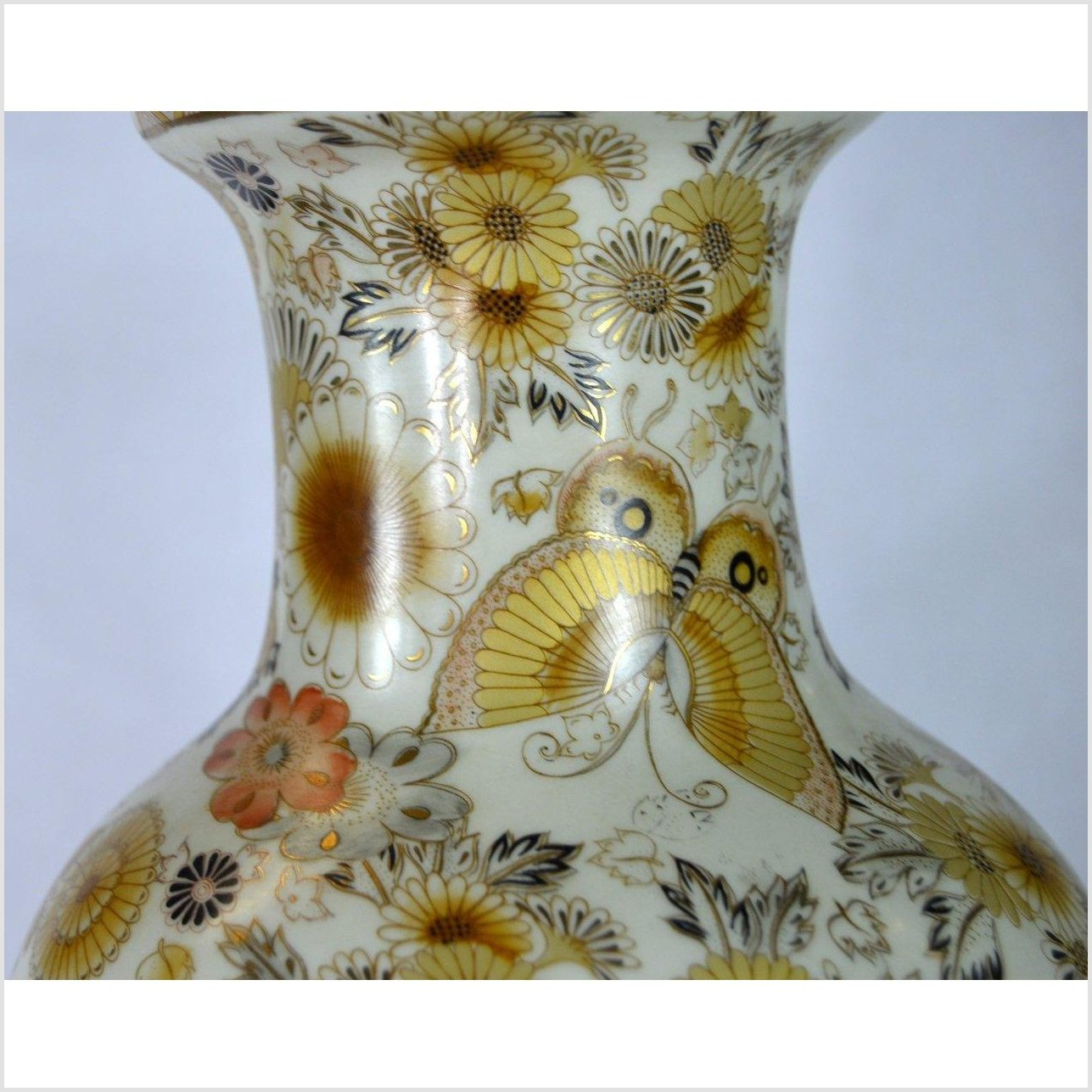 Chinese Hand Painted Porcelain Vase
