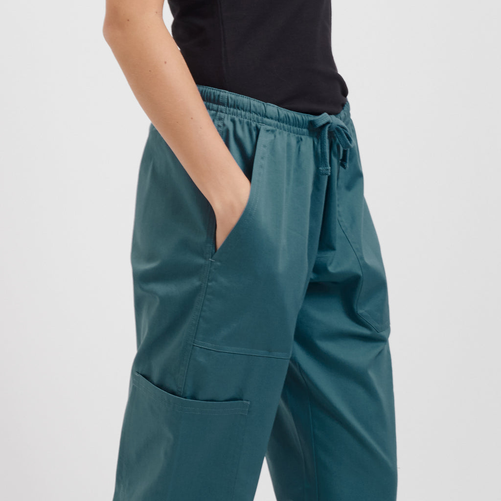 Fit knit waist scrub pant