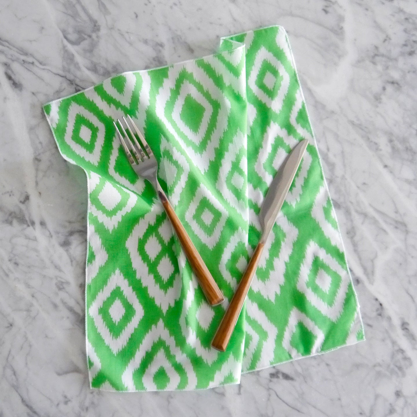 Dinner Napkin Set / Lime Green Diamond