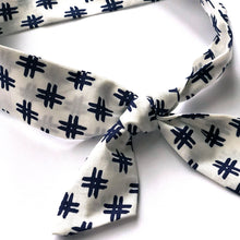 Skinny Scarf / White and Blue Hatch