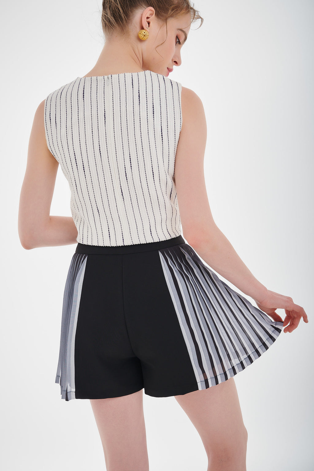 Half  Pleated Short