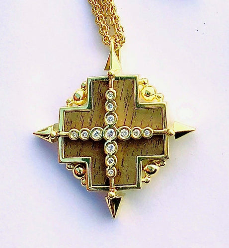 True North Pendant in 18K gold, Fine White Diamonds, inlaid American Walnut, 20mm