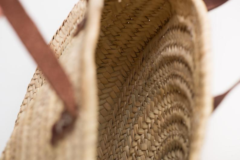 Round straw bag with short leather handles