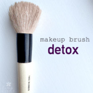 Clean Your Makeup Brush in Minutes