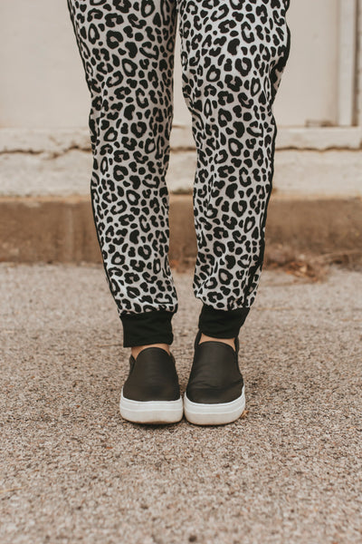 Everest Snow Leopard Joggers