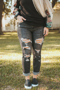Averi Lane Bleached Jeans (Black)