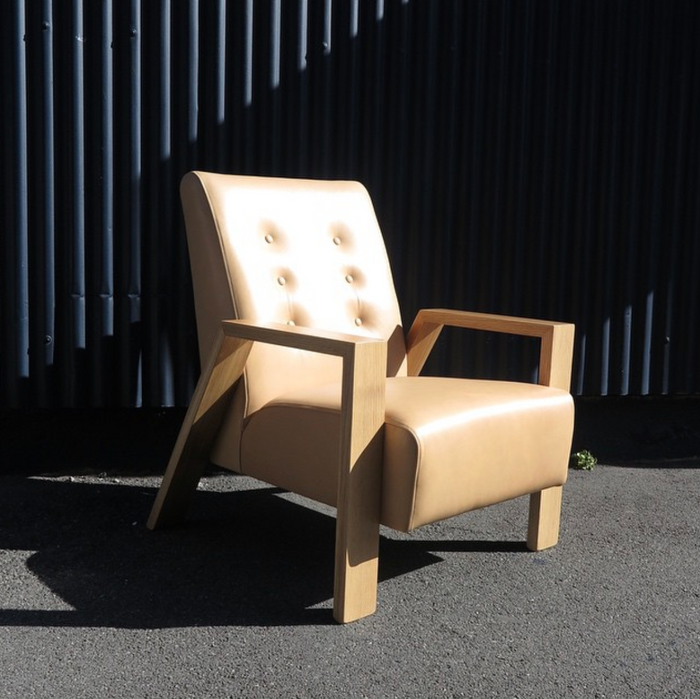 Mogambo Armchairs in camel leather with oak arms