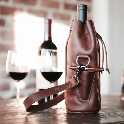 The Muscadine Personalized Fine Leather Wine Tote Wine Bottle Carrier Bag With Bottle Stopper