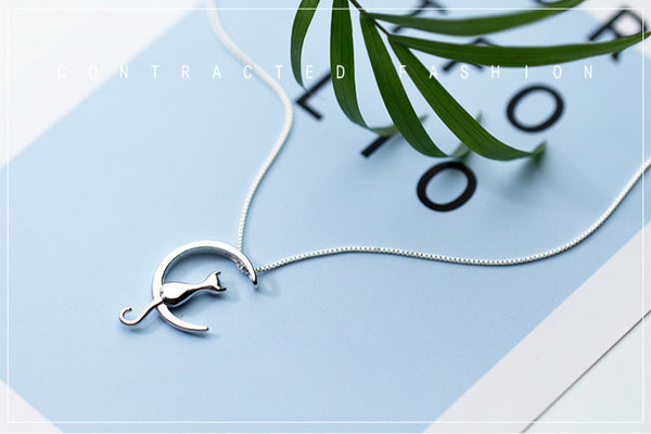 Lance Simple and Delicate Cat in the Moon shaped Silver Necklace Fashion Jewelry