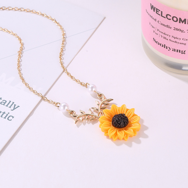 Lance Creative Hot Selling Pearl Fashion Temperament Sunflower Pendant Necklace