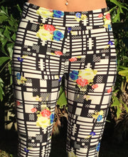 Ladies 3/4 Ultra comfy brushed cotton leggings. Black White Flowers