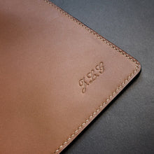 Get patterns for this leather zipper pouch on Am-leathercraft.com