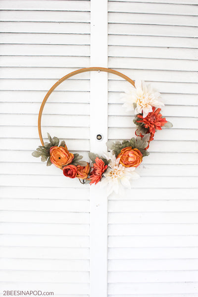 Fall flower embroidery hoop wreath. Fall Decor. Great for Thanksgiving or halloween. Fall DIY. Link found at socialcrafts.com #falldecor #diyfalldecor #thanksgivingdecor #easydiy #thanksgivingdiy  #halloweendecor #halloweendiy #wreath #flowerwreath #fallwreath #embroideryhoop #embroideryhoopwreath