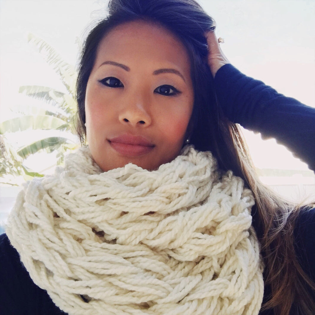 HOW TO: Arm Knit an Infinity Scarf