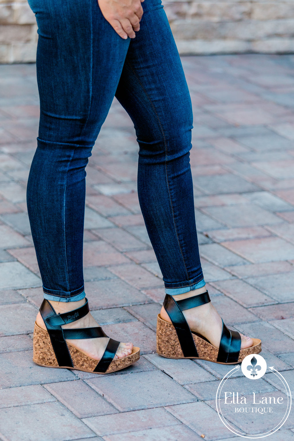 Ava Hapuku Wedges - Black