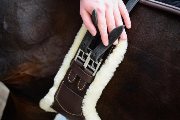 Kentucky Horsewear Short Sheepskin Stud Girth