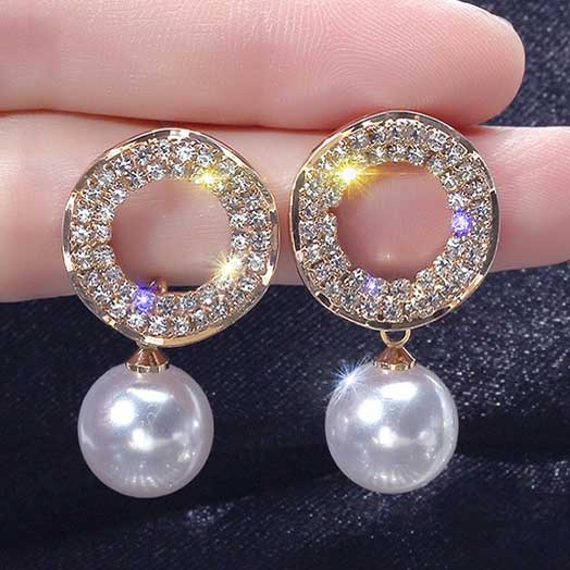Audama-Deco-Pearl-Crystal-Earrings-color-crystal-gold-black-background