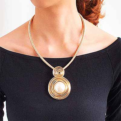 mother-of-pearl-mesh-collar-necklace-colour-gold-mayfairtrends